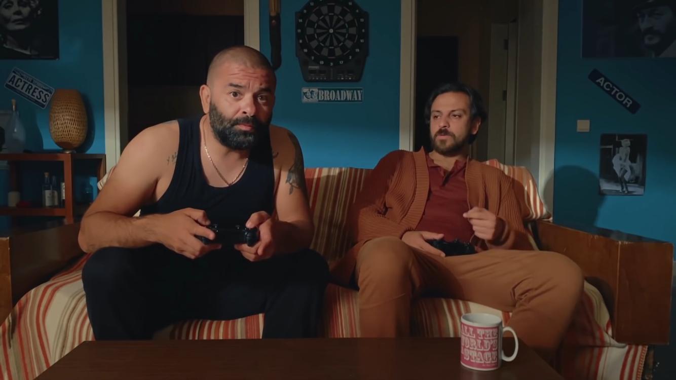 Erkan Kolçak Köstendil'in Yazıp Yönettiği Pes Artık YouTube'da Başladı!
